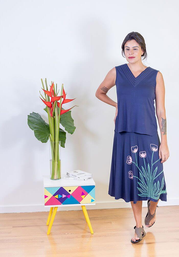 Regata Feminina Bordada - Azul Marinho
